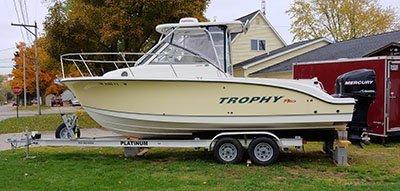 2008 Trophy 2502 Walkaround 25 ft