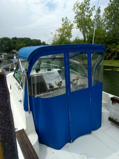 1989 Pursuit 2350 cuddy cabin outboard 23 ft   Lake Erie