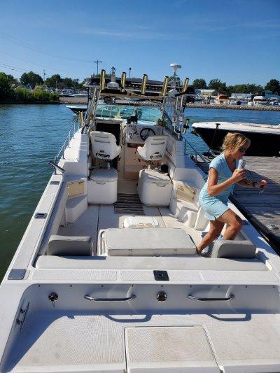2003 Fountain Sportfish Cruiser 32 ft   Walleye, Bass, Trout, Salmon Fishing Boat
