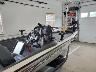 2020 Tracker 175TXW TOURNAMENT EDITION 18 ft   Walleye, Bass, Trout, Salmon Fishing Boat